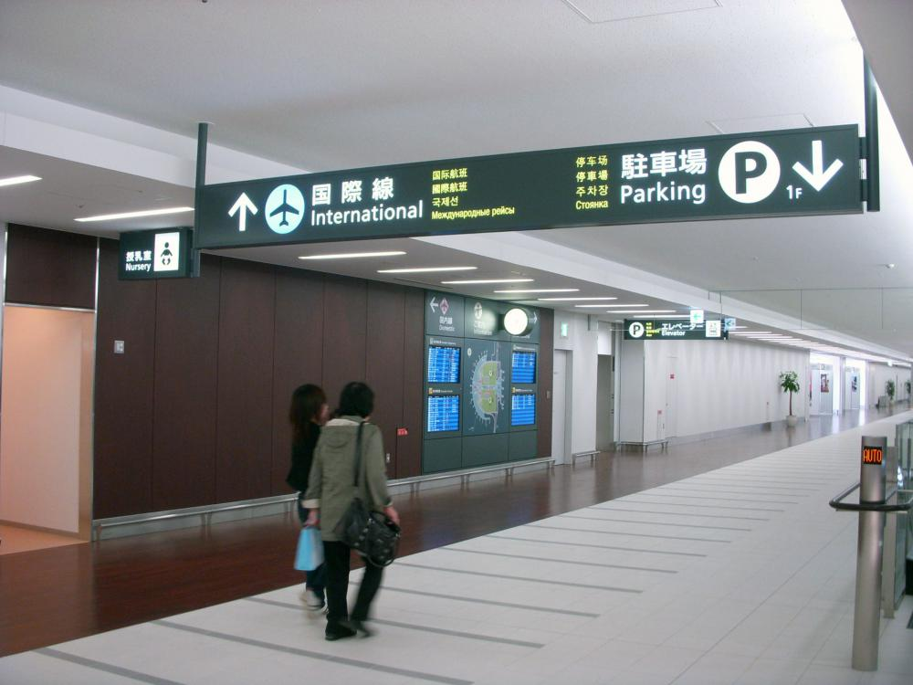 Directional signs in the connecting passage which connects with new international terminal and existing domestic terminal
