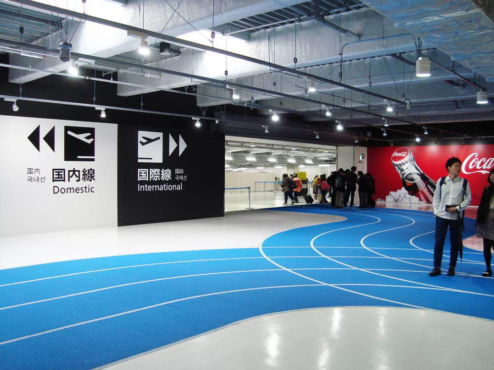 KEY WALL signs coupled with the running track signs guide passengers to their goal intuitively