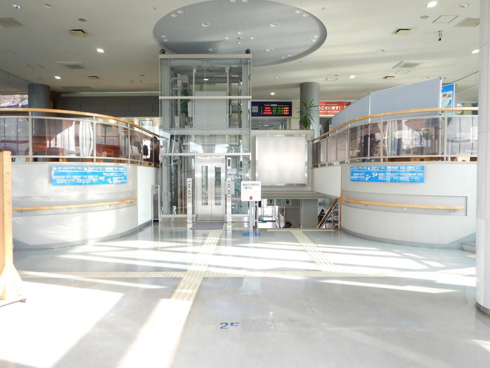 The main entrance hall of the terminal-Before renovation